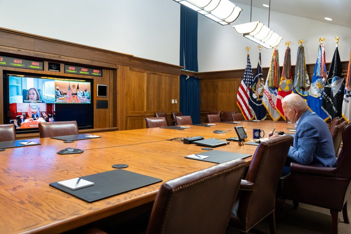 El presidente Joe Biden advirtiò a los talibanes que responderà militarmente si atacan los intereses norteamericanos en Kabul
