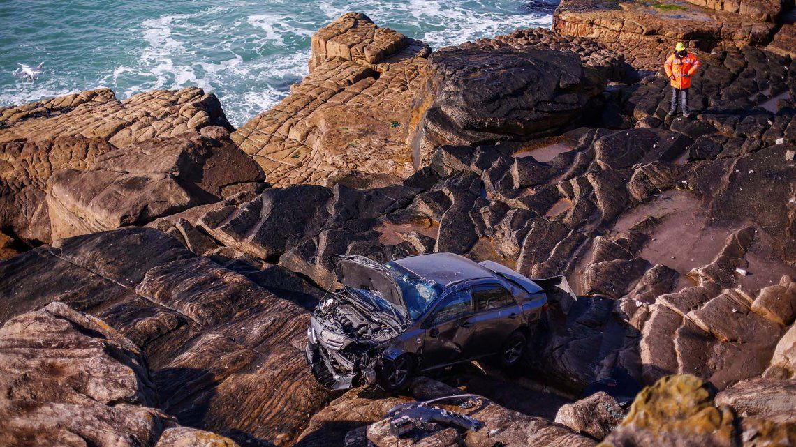 Mar del Plata: perdió el control del auto y cayó a un barranco
