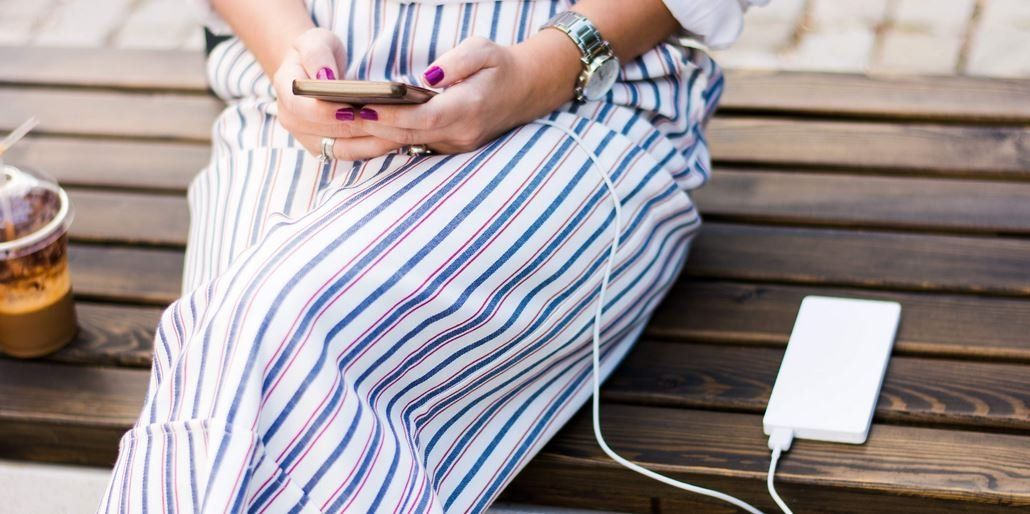 Usar el teléfono celular mientras se carga, ¿afecta su vida útil?