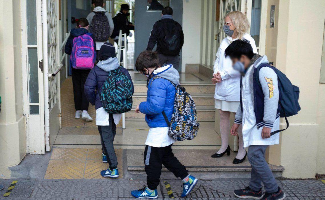 Los chicos del nivel primario fueron a la escuela en la primera jornada de presencialidad plena en la Ciudad.