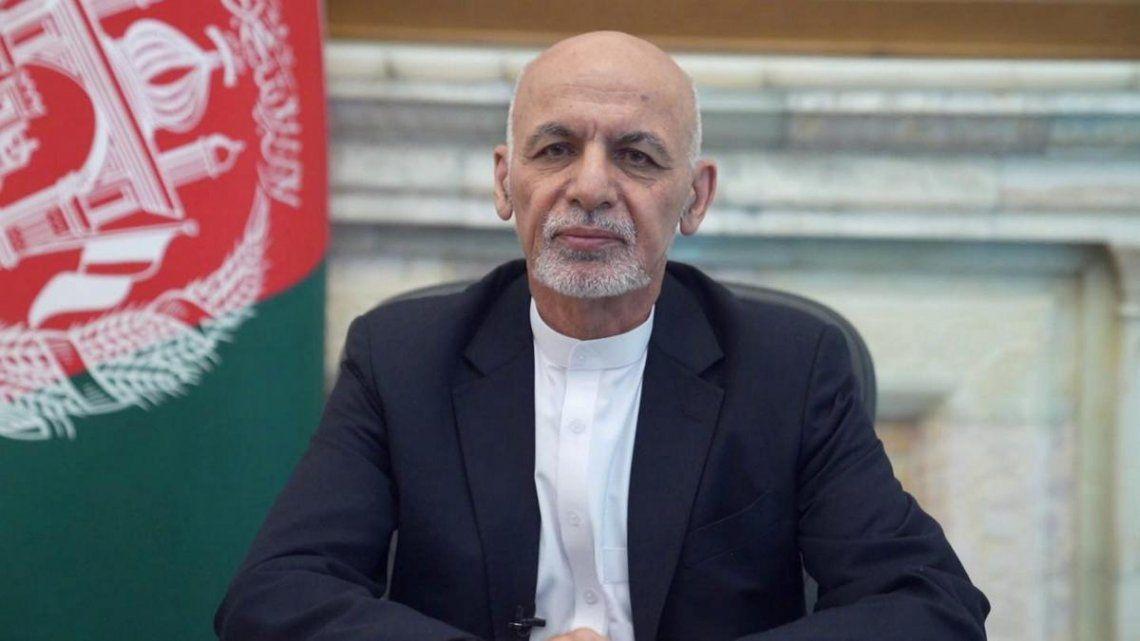 El expresidente prometió seguir sirviendo a Afganistán