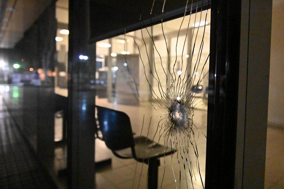 Rosario: atacan a balazos al Centro de Justicia Penal a horas de un juicio contra Los Monos