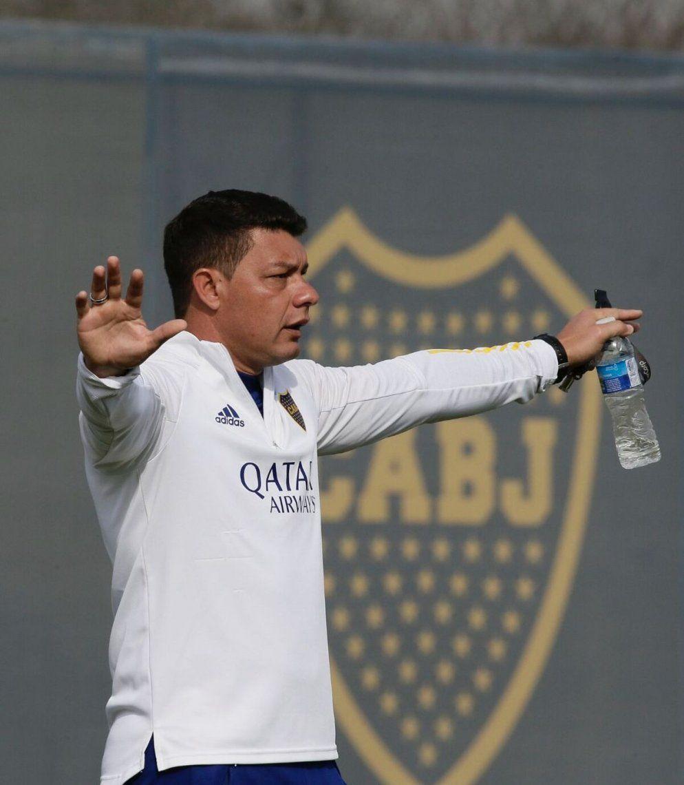Sebastián Battaglia al frente de los entrenamientos.