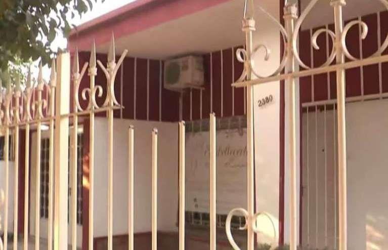 Córdoba: quiso robar a una casa y quedó clavado en las rejas