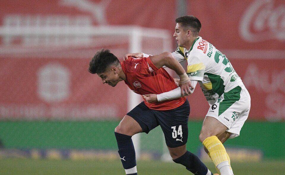 Luchado. Así fue el partido entre Independiente y Defensa.
