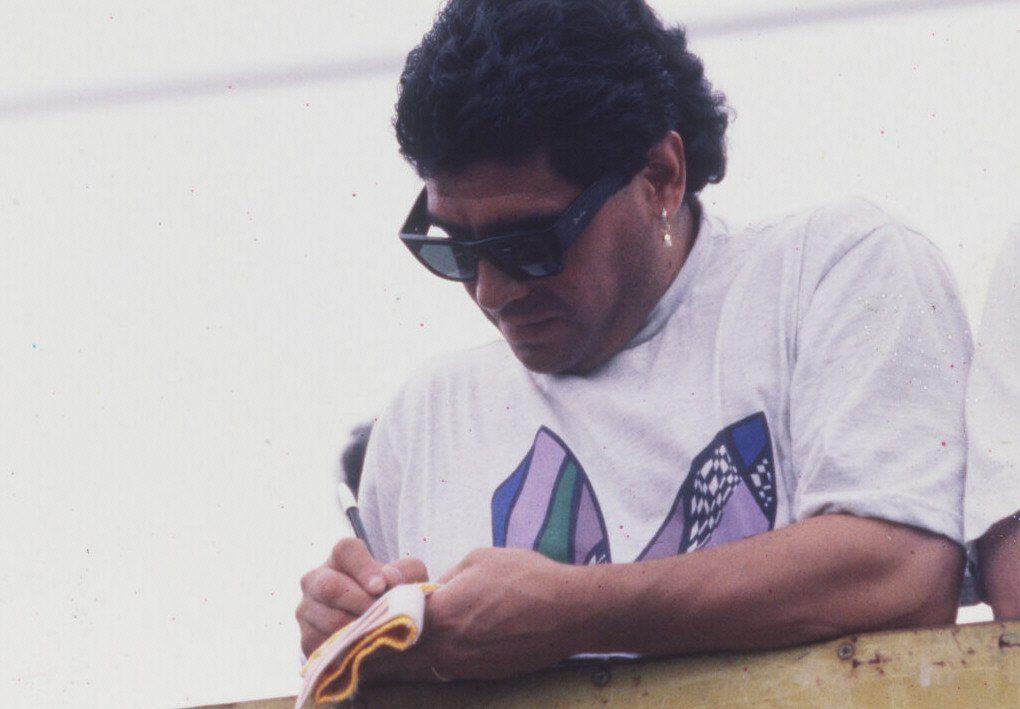 Los peritos determinaron que falsificaron la firma de un autógrafo de Diego Maradona.
