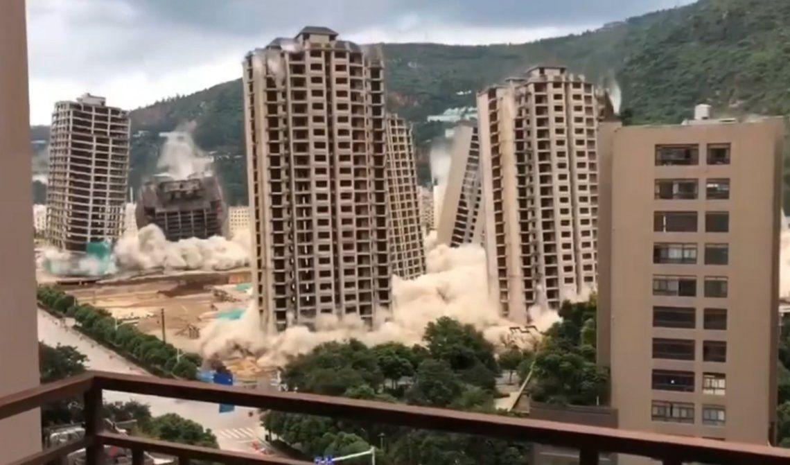 Video: demuelen en China 15 edificios simultáneamente