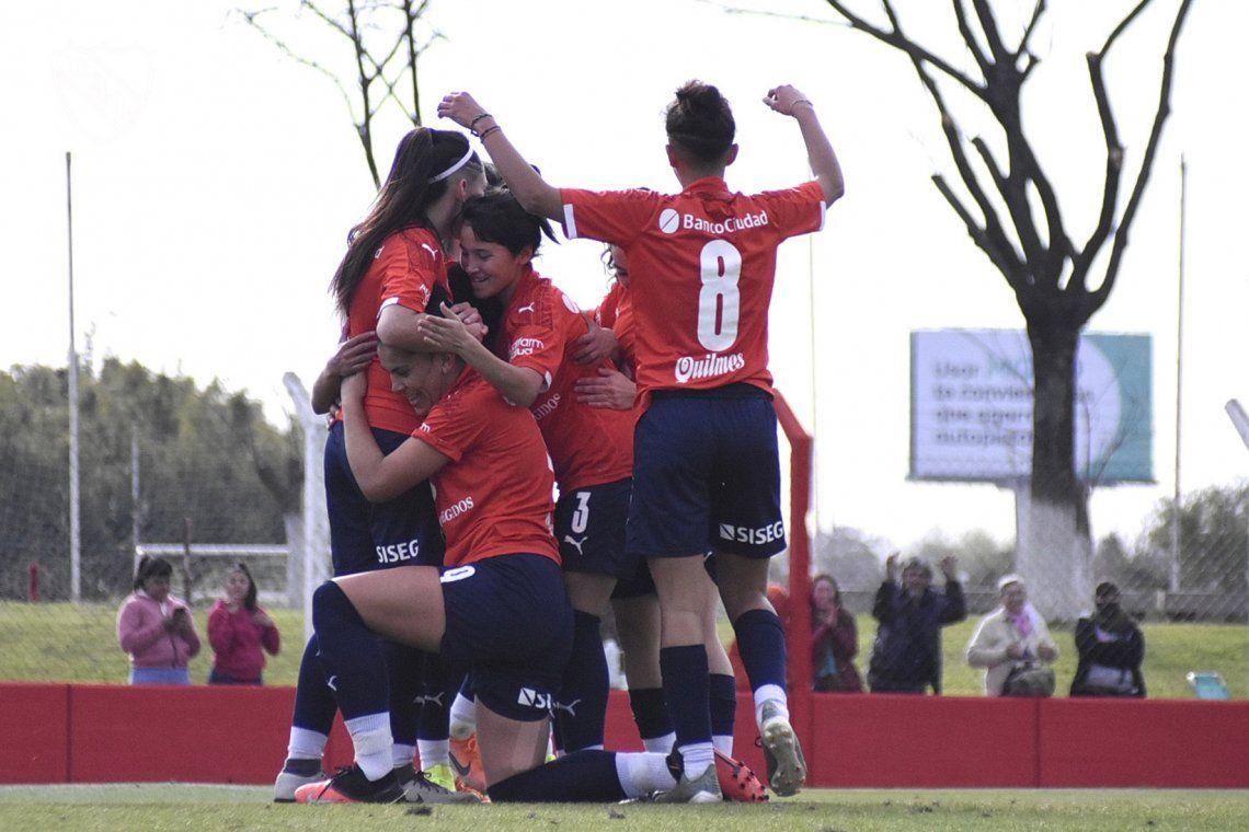 Independiente venció a Huracán y mantiene el puntaje ideal