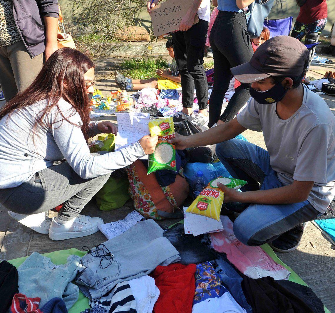 La crisis llevó a que se busque el trueque de servicios y de alimentos por ropa u otros bienes.