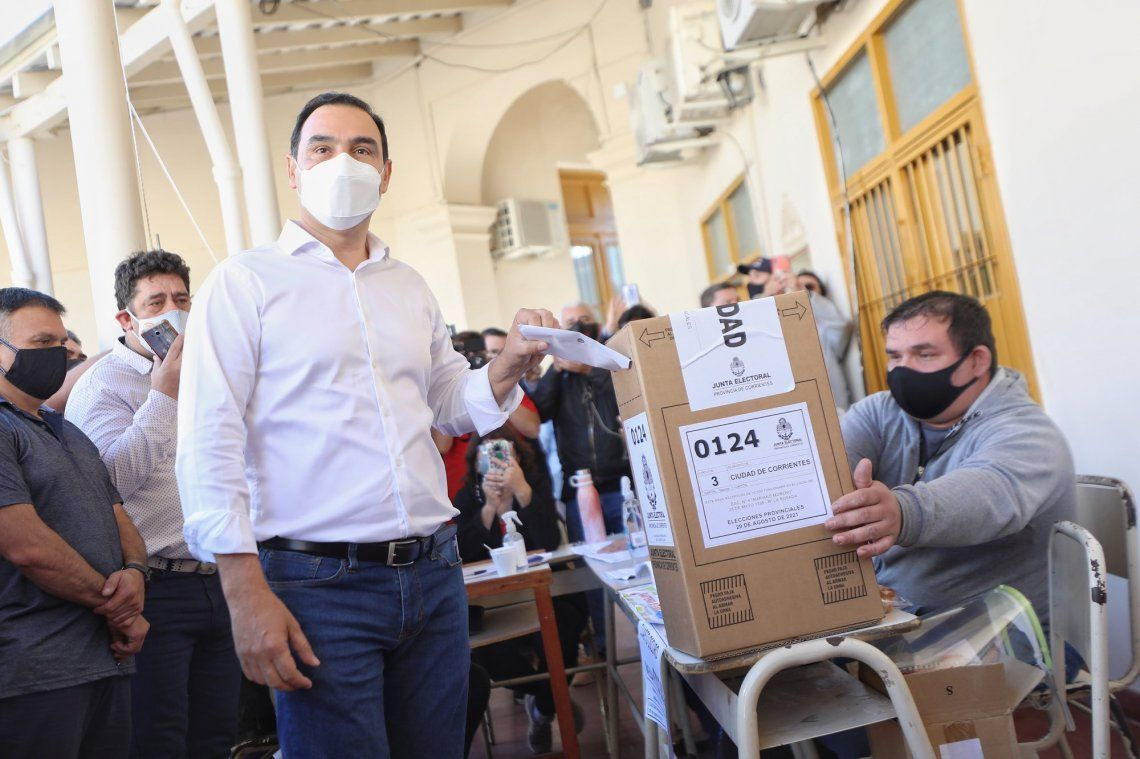 Gustavo Valdés votó en la escuela Mariano Moreno de la capital correntina.