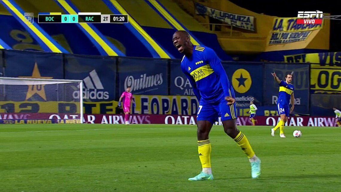 Luis Advíncula sintió el tirón en la pierna derecha y salió por precaución.