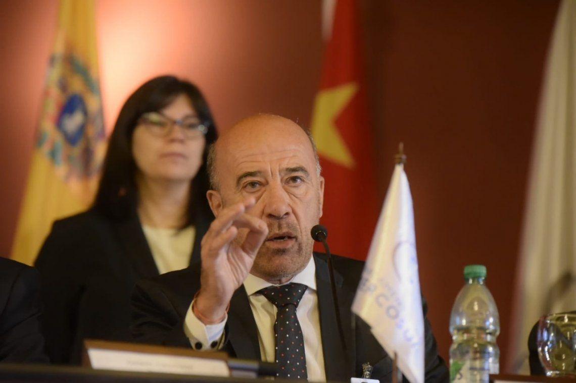 El vicepresidente del Parlasur explicó que el límite marítimo con Chile se definió en el Tratado de Paz y Amistad celebrado con Argentina en 1984.