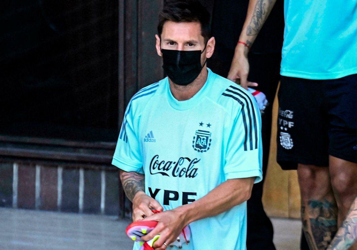Messi ya se entrena en Caracas pensando en sumar puntos que aseguren la clasificación.