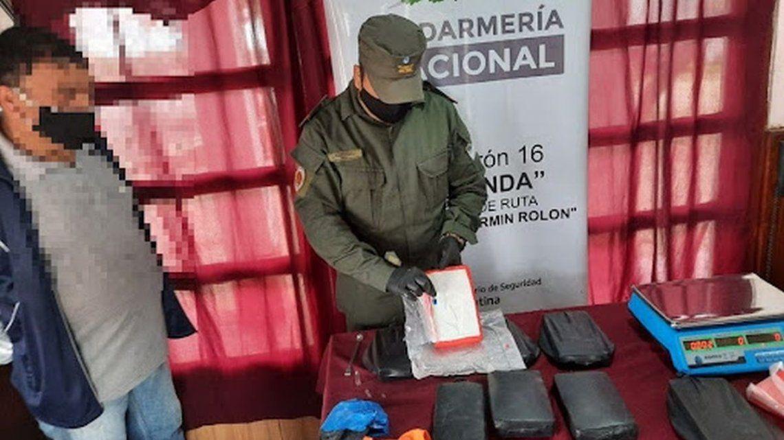 El camionero transportaba 25 panes de cocaína cuyo valor supera los 36 millones de pesos.
