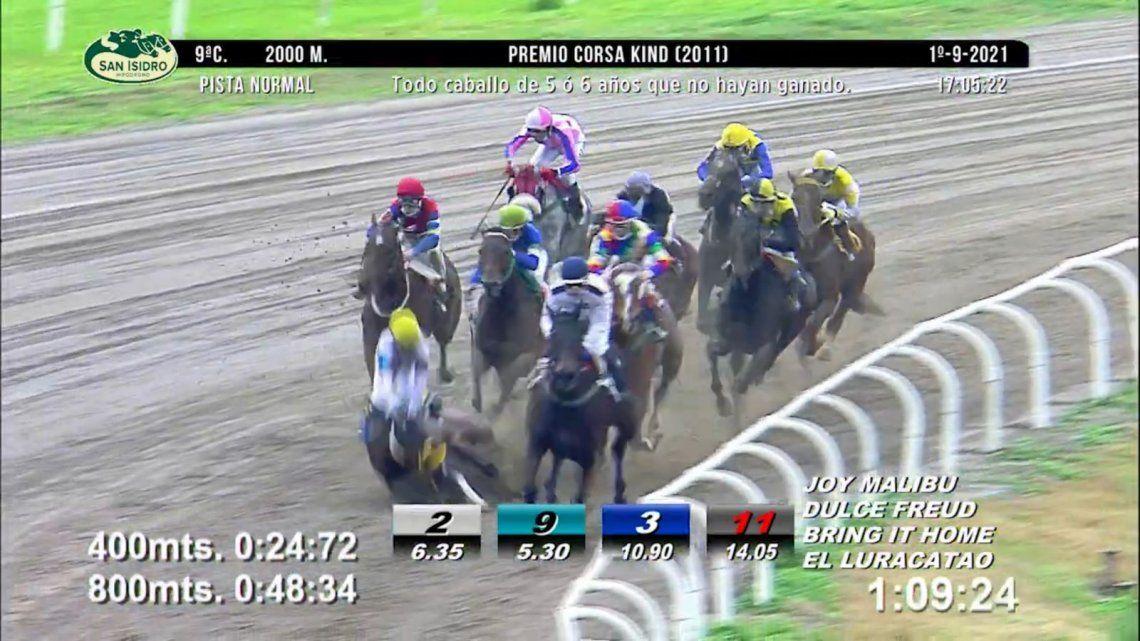 El momento en que se inicia la rodada en cadena en el Hipódromo de San Isidro