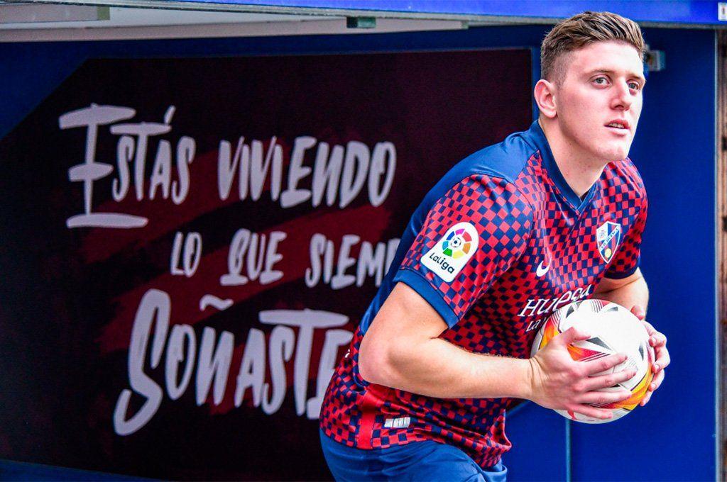Adolfo Gaich recaló en el Huesca de la Segunda de España luego de pasar por el Benevento de Italia.