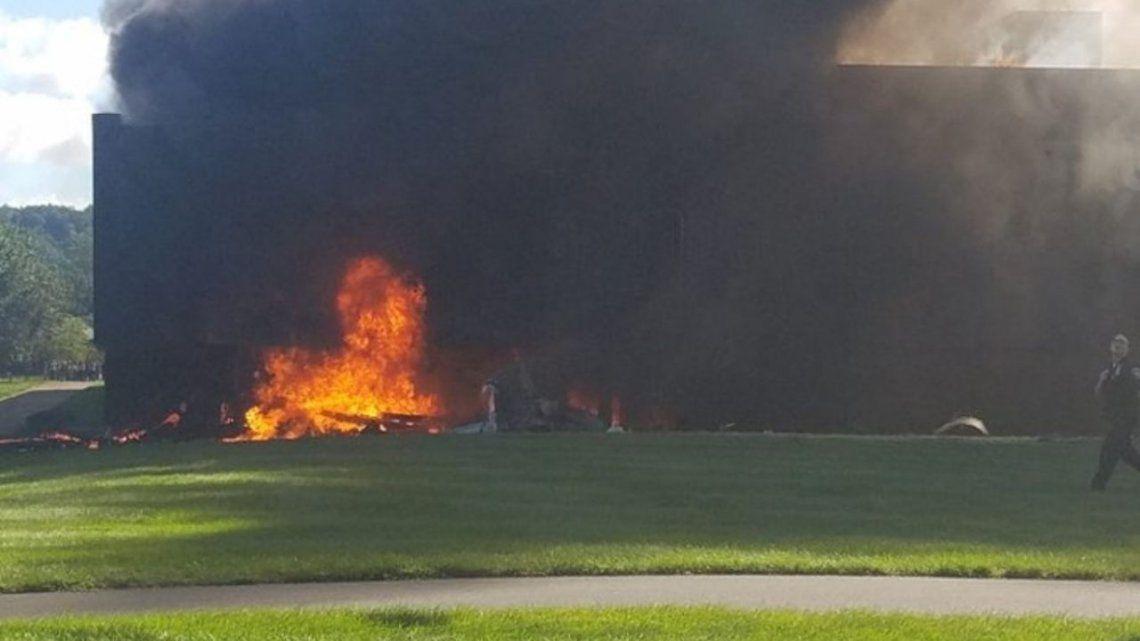 Las fotos del lugar muestran humo negro en la zona