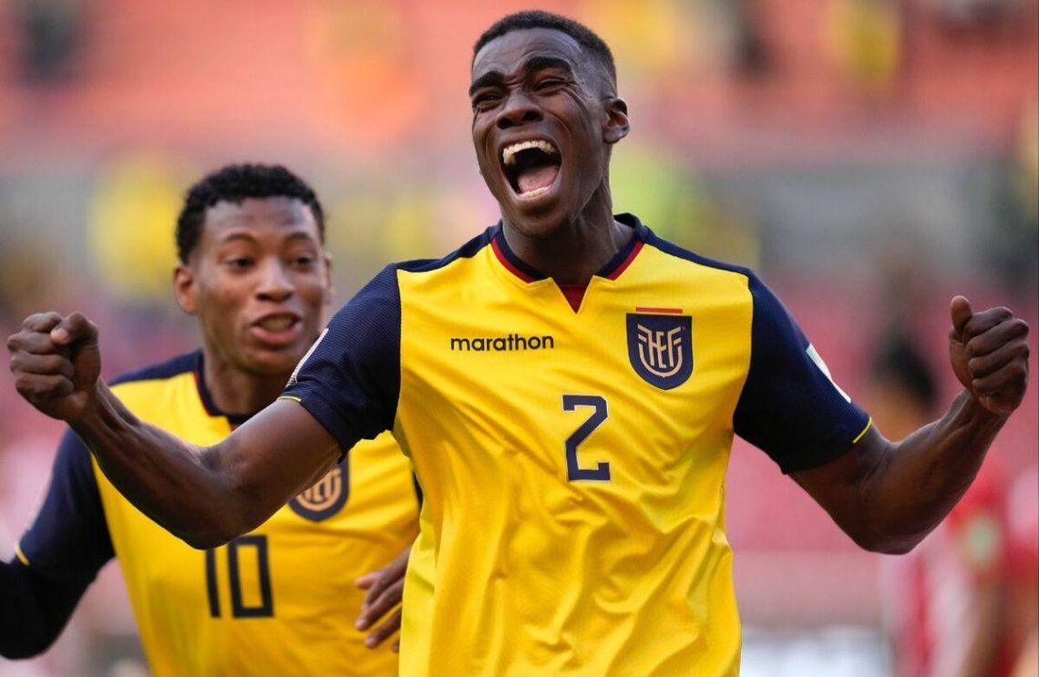 Félix Torres festejando el primer gol de Ecuador