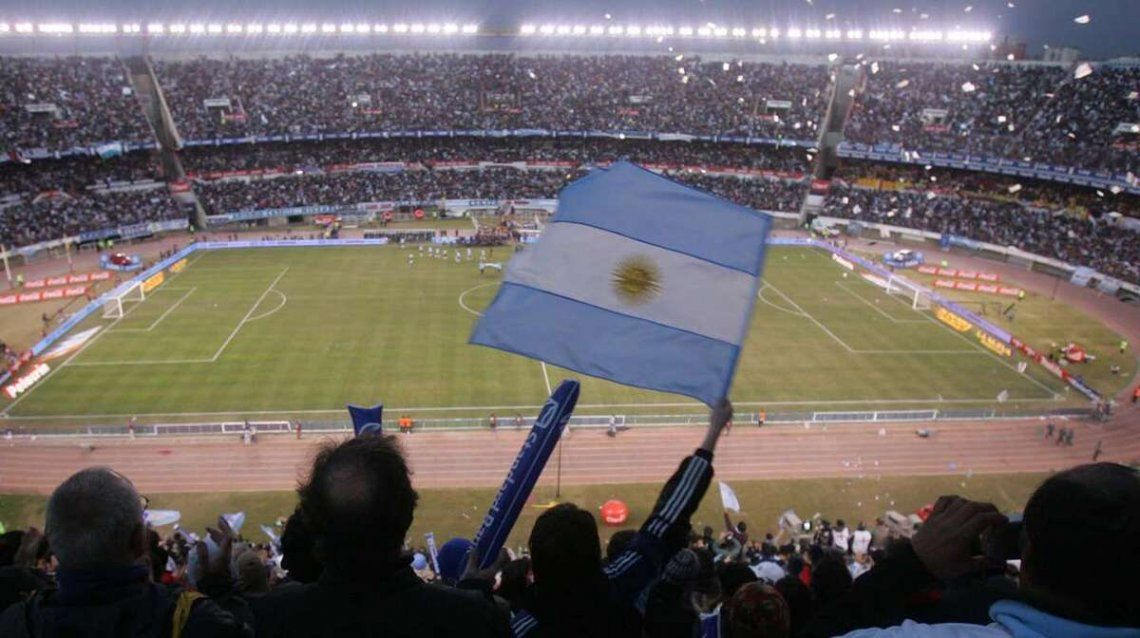 El estadio Monumental con público para Argentina - Bolivia.