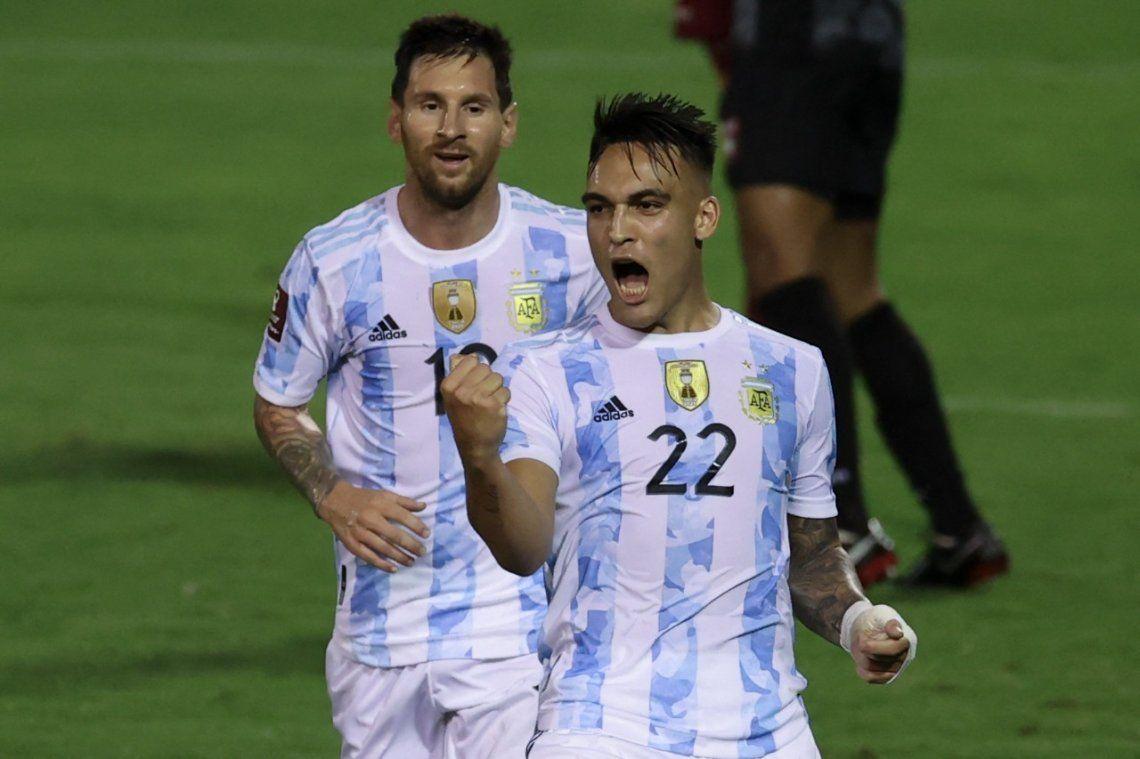El delantero Lautaro Martínez festejando su gol.