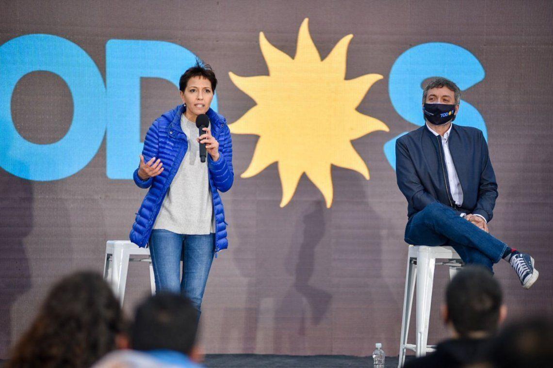 Mayra Mendoza y Máximo Kirchner en el cierre de campaña local