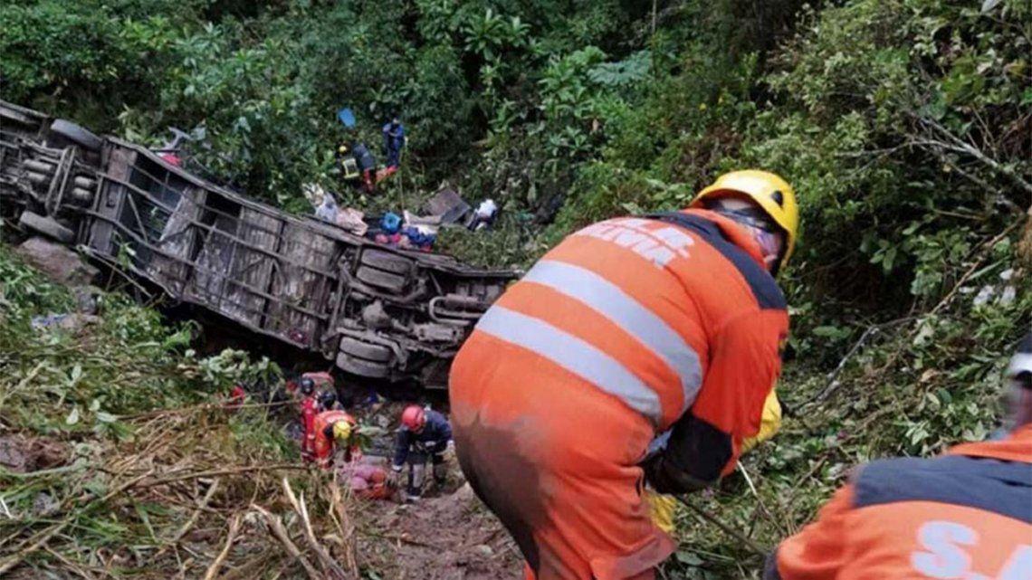 Cayó un ómnibus en Bolivia: 23 muertos y 13 heridos.