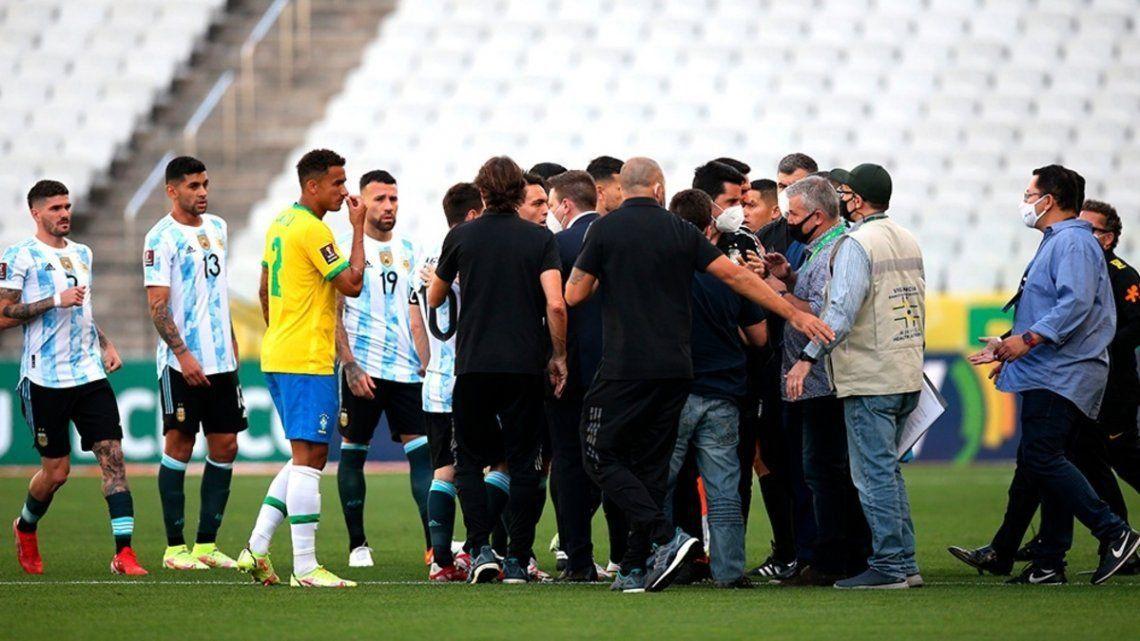 FIFA abrió un expediente disciplinario por el escándalo que se produjo en el clásico sudamericano