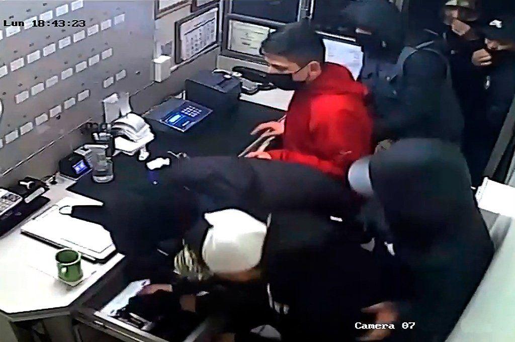 Video: robo piraña en un estacionamiento de San Telmo