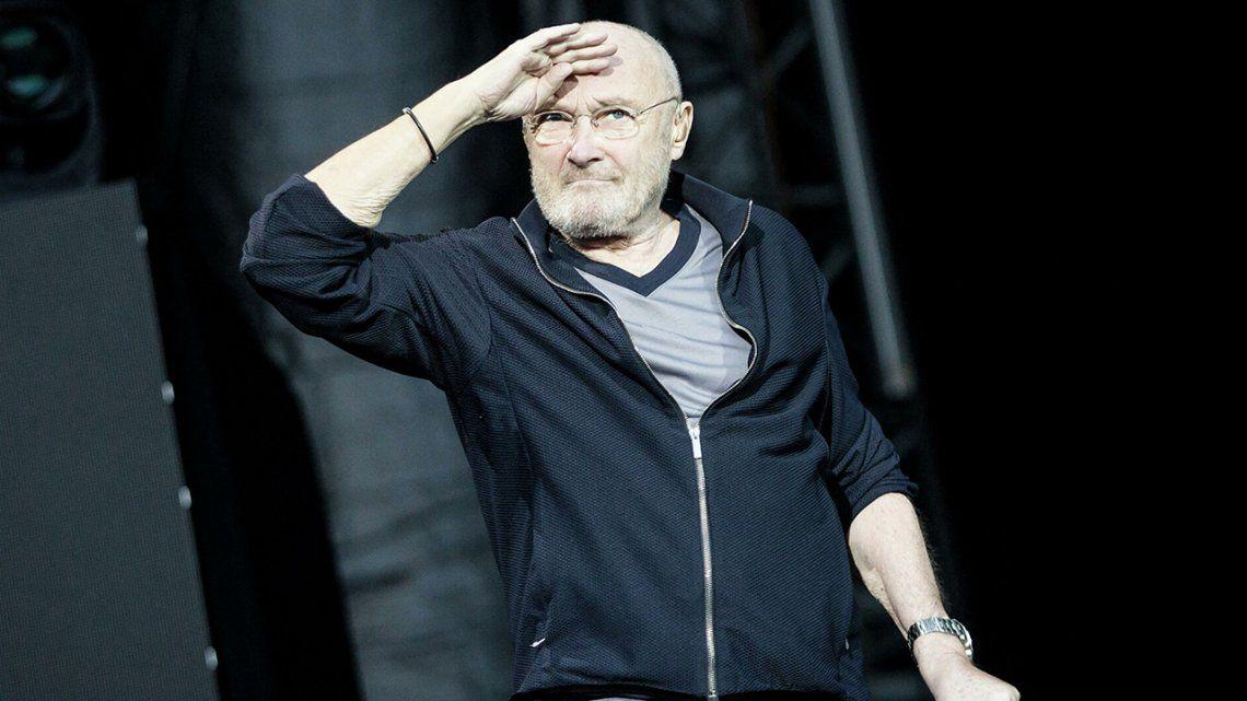 Phil Collins: apenas puede sostener las baquetas.