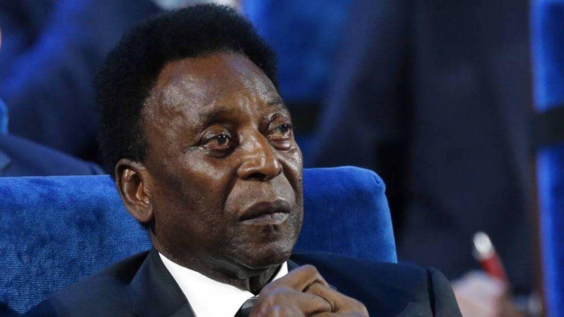Pelé continúa evolucionando en la clínica donde fue operado