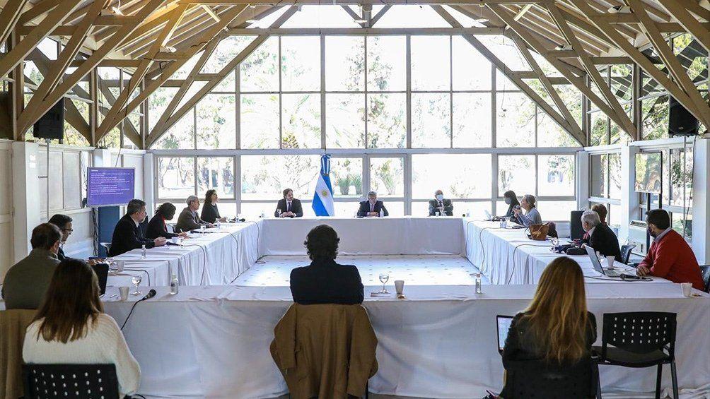 El presidente Alberto Fernández recibió en la Quinta de Olivos al Comité de Expertos e infectólogos.