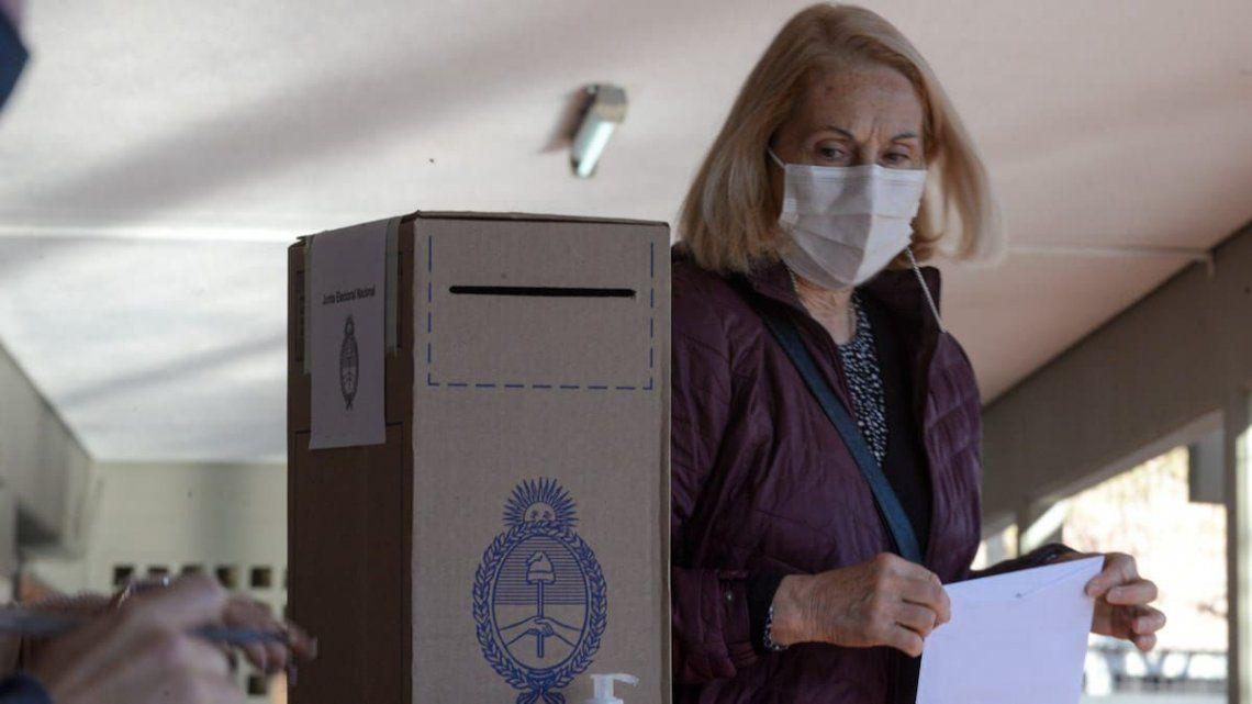 Las elecciones PASO se desarrollan esta tarde sin muchos contratiempos en todo el país.