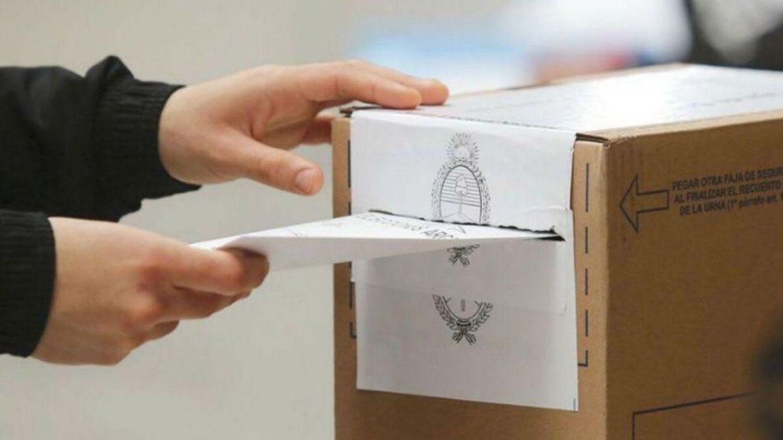 Siguen votando ciudadanos después de las 18.