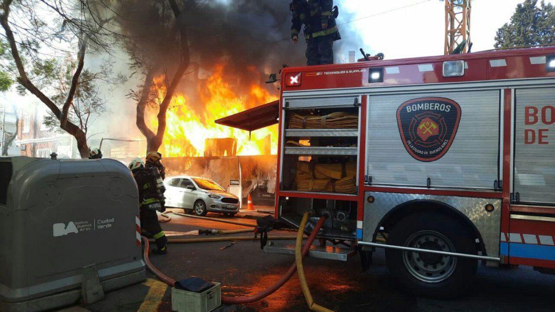 Palermo: se incendió una obra cerca del consulado de Corea del Sur.