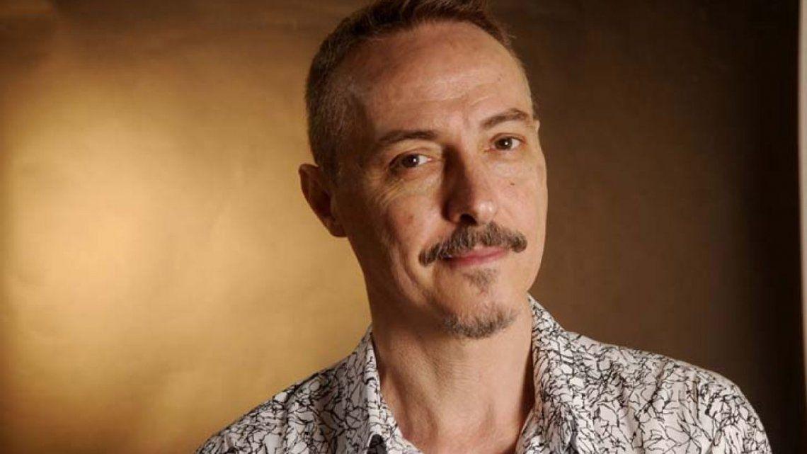 Pedro Aznar trabaja en la remasterización del primer disco de Serú Girán.