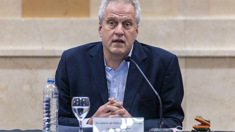 La idea es la de reconstruir el país, de ponerla de pie, de poder reparar el daño de la pandemia, destacó Perczyc.