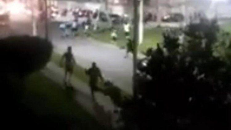 Corridas y disparos en Avellaneda entre barras de Racing e Independiente.