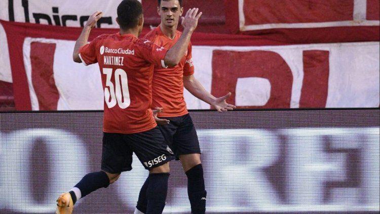 El festejo de Alan Soñora en el gol de la victoria de Independiente.