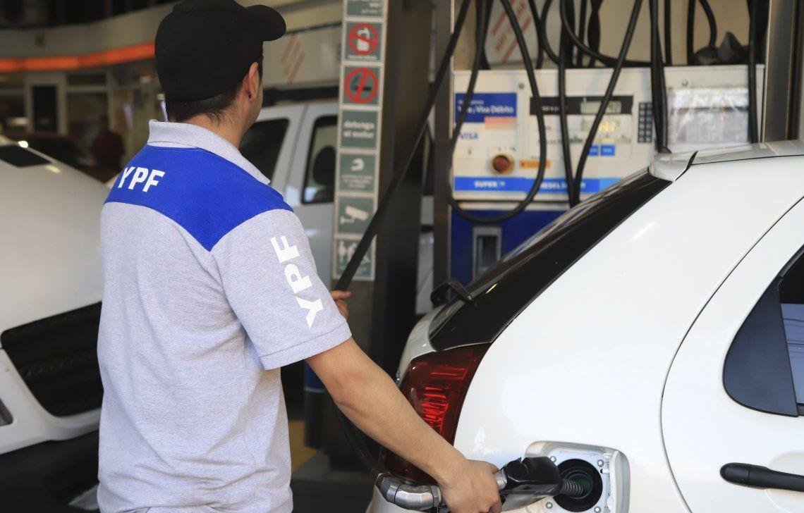 La venta de combustibles cayó 47,4% y las estaciones dejaron de facturar $ 42.354 millones