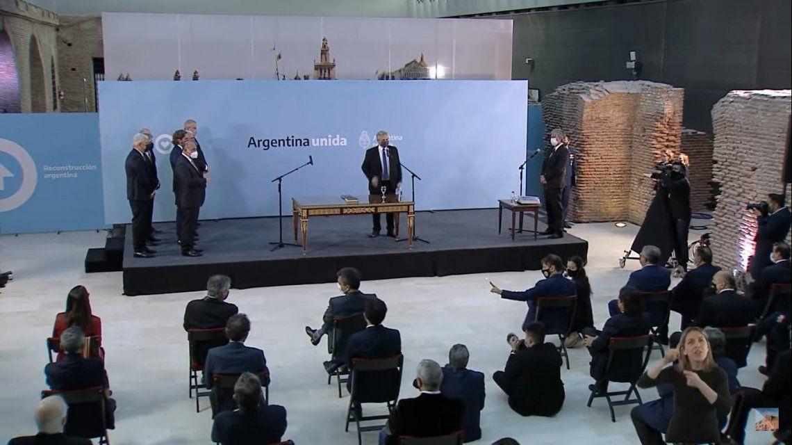 Alberto Fernández puso en funciones a los nuevos ministros