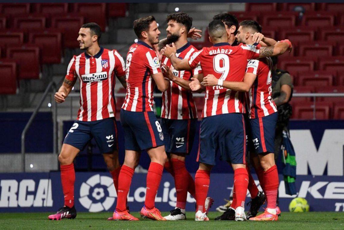 Atlético de Madrid le ganó 2-1 a la Real Sociedad y sueña con salir campeón.