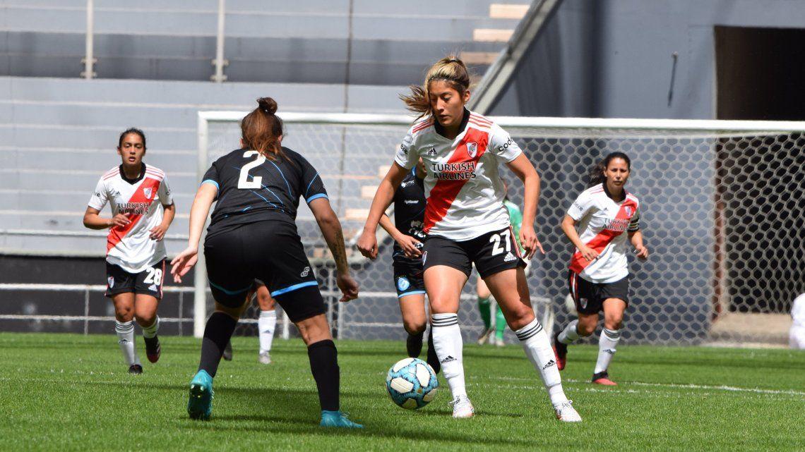 River goleó en La Plata y mantiene el puntaje ideal