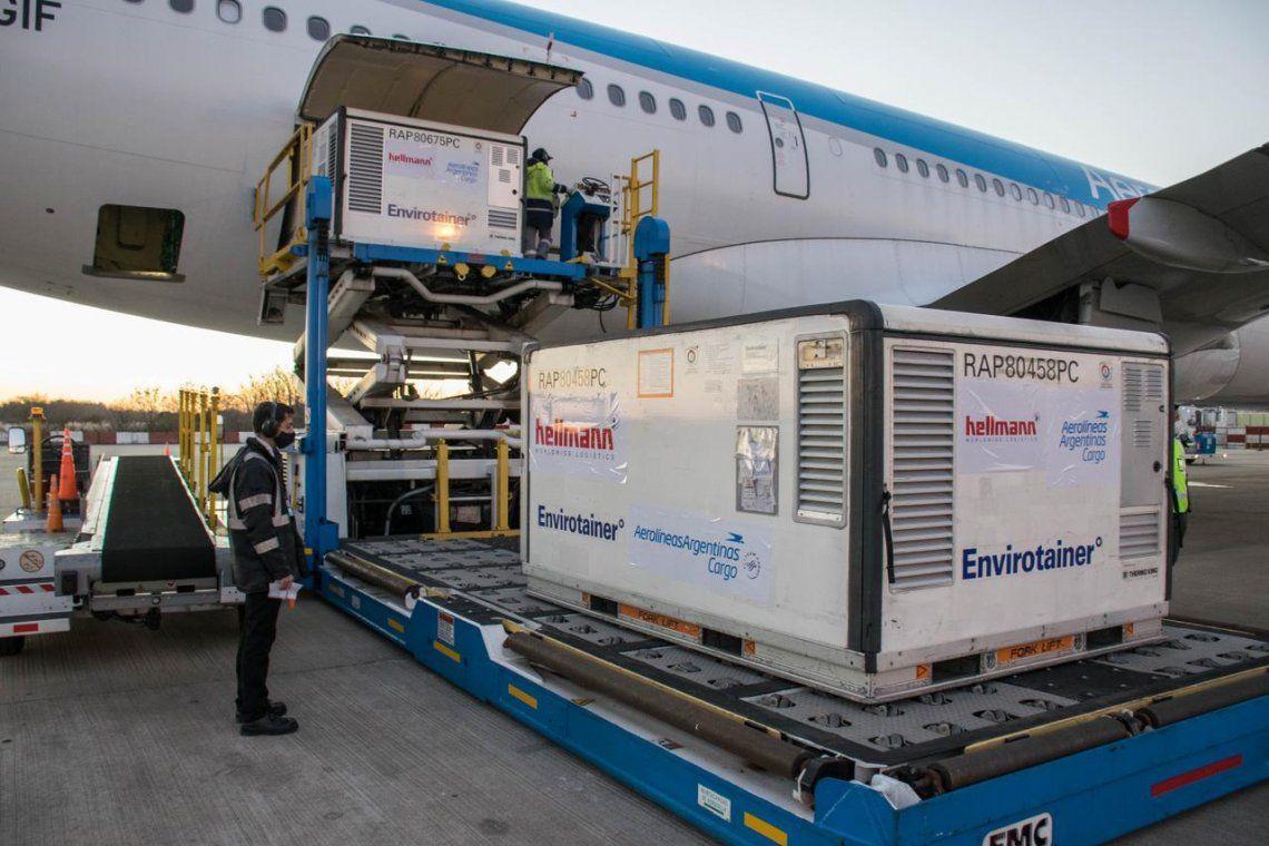 Vacunas: llegan 1,3 millones de AstraZeneca y un nuevo cargamento de Sinopharm
