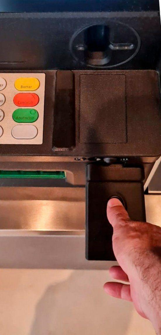 La aceptación de la huella digital para operar cajeros automáticos busca incentivar la inclusión financiera.