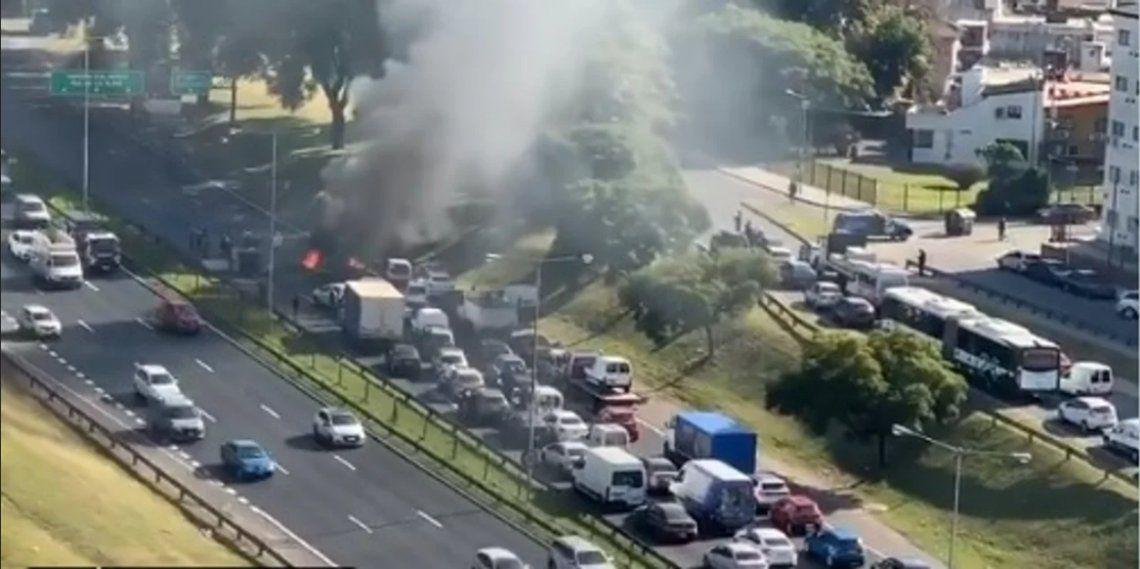 El reclamo generó caos vehicular sobre la General Paz.