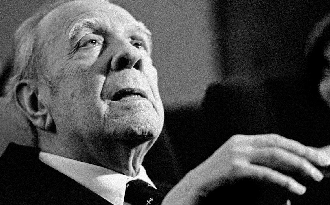 Se cumplirían 122 años del nacimiento de Jorge Luis Borges.