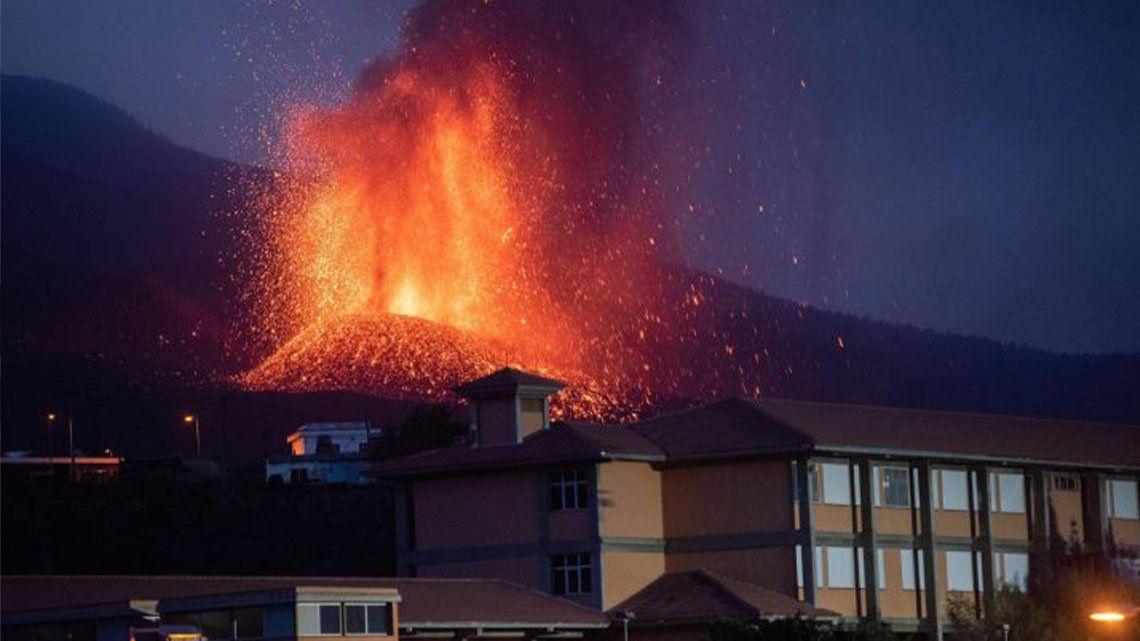 Volcán en La Palma: se abrió otra boca eruptiva.