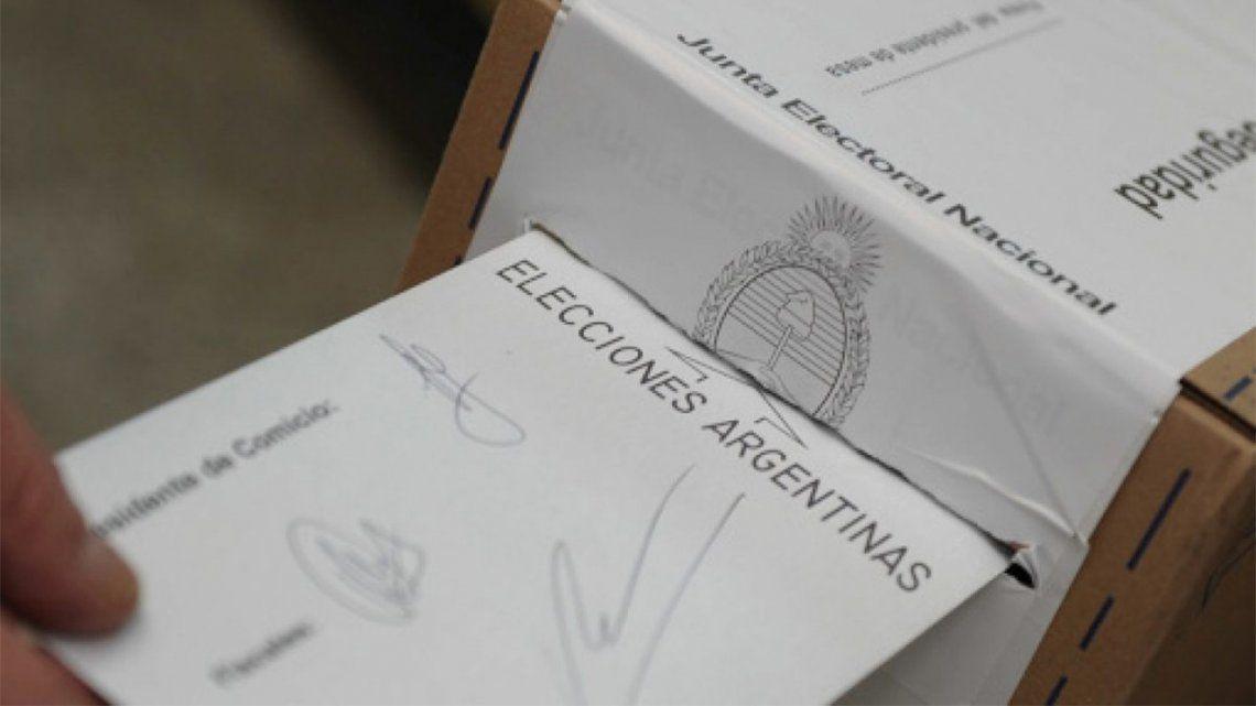 PASO: El Gobierno entregó el software de transmisión y recuento de votos a la CNE.