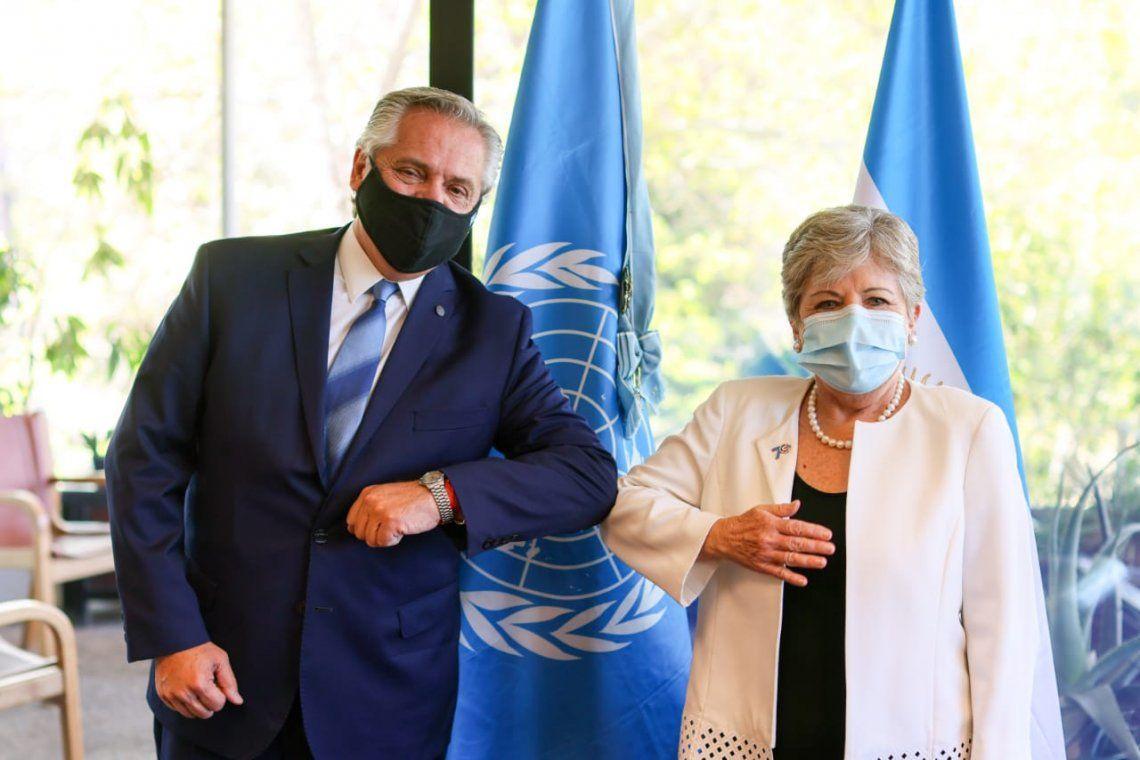 Alberto Fernández junto a Alicia Bárcena