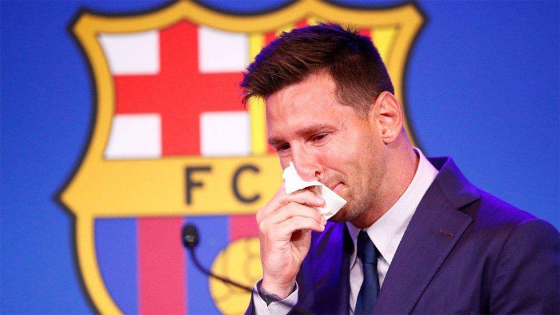 Ponen en venta el supuesto pañuelo que Messi usó en su despedida del Barcelona.